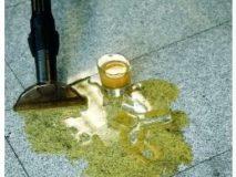 likvidace rozlitých tekutin po podlaze a koberci