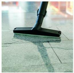 vysávání velkého množství tekutin z podlahy hylou