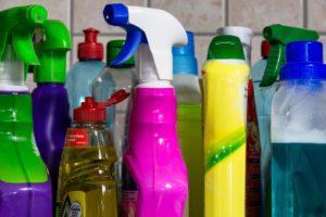 čistící prostředky jsou silným zdrojem znečištění vdomácnosti