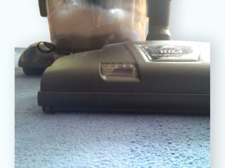 Klepač Hyla čistí koberec do hloubky